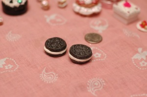 """Annnnnnd here we have the """"realistic"""" version. I think they look like real Oreos. Apparently my boyfriend does too, 'cause when I showed one to him last night, before it was glazed, he thought it was an actual Oreo Mini!! (O_O;)"""