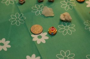 This is Sailor Moon's transformation brooch in Season 1. It is actually quite easy to make ^_^