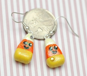 After the cakes, I made this pair of earrings to be festive n' stuff. Kawaiiiii