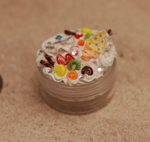 Just a little sweets container which has been decoden'd. ^_^